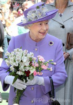 ラベンダー エリザベス女王のカラフルな衣装