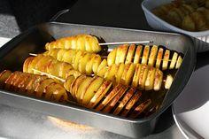 aardappelspiesjes in de oven Grill Pan, Potato Recipes, Sausage, Grilling, Bbq, Potatoes, Meat, Oven, Food