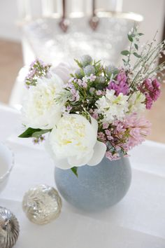 Country style flowers in round vase