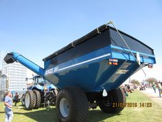 New Kinze 1051 grain cart