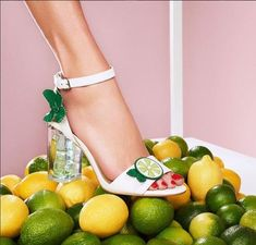 "aebf2c3d08b TopVintage ® on Instagram: ""When life gives you lemons, put on these  beautful pumps by Katy Perry Shoes.🍋🍋 Regram by @katyperry 😍  #katyperryshoes ..."