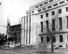 Palatul Sturza, înghesuit de actuala clădire a Guvernului, înainte de a fi demolat
