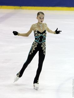 Maria Sotskova's short program costume at the 2013 Junior Grand Prix Riga. Figure Skating Jumps, Figure Skating Outfits, Figure Skating Costumes, Figure Skating Dresses, Dance Uniforms, Black Costume, Skate Wear, Beautiful Figure, Gymnastics Leotards