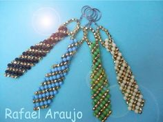 COLLAR CORBATA CON PERLAS Y ROCALLAS - YouTube Tutorial Colar, Necklace Tutorial, Beaded Jewelry, Beaded Necklace, Beaded Bracelets, How To Tie Gele, Brick Stitch, Beading Tutorials, Bead Art