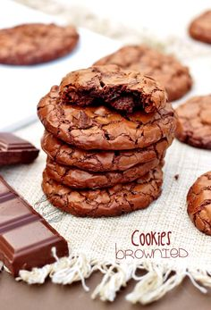 Recipe for brownie cookies- Recette des cookies brownies Replace flour with rice flour with maizena - Brownie Cookies, Cookie Desserts, Yummy Cookies, Cake Cookies, Brownie Recipes, Cookie Recipes, Dessert Recipes, Cookies Light, Galletas Cookies