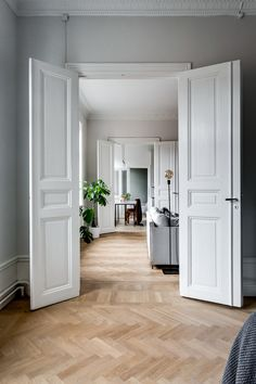 An elegant and calm Stockholm apartment - - my scandinavian home: An elegant an. - An elegant and calm Stockholm apartment - - my scandinavian home: An elegant and calm Stockholm apartment - Living Room Inspiration, Interior Inspiration, Stockholm Apartment, Double Doors Interior, Scandinavian Home, Elegant Homes, Beautiful Interiors, Home And Living, Interior Architecture