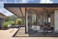 Duda Porto » RES-CC13 Glass Building, Building Design, Brick Interior, Interior And Exterior, Residential Architecture, Architecture Design, Casa Kardashian, Forest House, Cool House Designs