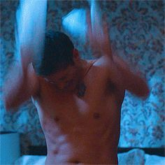 Jensen, having troubles. He needs to have clothing issues more often lol <3 #Supernatural #S7 #Gagreel