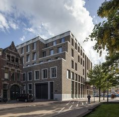 For the Dutch student fraternity G.S.C. Vindicat, Rotterdam based architectural office De Zwarte Hond erected a new house.