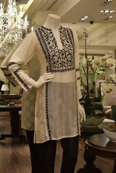 Women's Ethnic Fashion, Boho Fashion Over 40, Punjabi Fashion, Indian Fashion, Womens Fashion, Simple Dresses, Beautiful Dresses, High Collar Blouse, Kurti Patterns