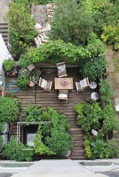 Small garden: 60 models and inspiring design ideas - new decoration styles - Garden Care, Garden Design and Gardening Supplies Townhouse Garden, Apartment Balcony Garden, Terrace Garden, Tiny Balcony, Balcony Gardening, Balcony Ideas, Garden Beds, Terrace Ideas, Apartment Plants