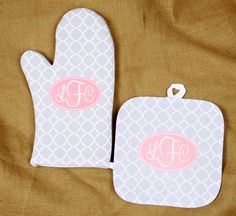 Christmas Gifts for Women, Monogrammed Oven Mitt & Pot Holder Gift Set, Personalized Oven Mitts Gifts for Mom Housewarming Hostess Gift by ChicMonogram on Etsy