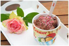 Ein leckeres Schoko-Eis ohne Zucker aus gaaaanz schwarzen Bananen. Ein leckerer und leichter Genuss und in einigen Sekunden hergestellt.