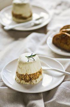 Honey cheesecake with walnut biscotti (recipe)