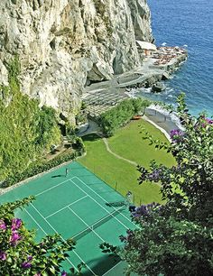 Backhand with a View: With towering cliffs to one side and the sparkling Mediterranean to the other, it's all but impossible to keep an eye on the ball at the courts of Italy's Il San Pietro di Positano resort. PHOTO COURTESY OF IL SAN PIETRO DI POSITANO Tennis Outfits, Tennis Clothes, Nike Clothes, Lawn Tennis, Tennis Tips, Tennis Open, Tennis Party, Sport Tennis, Tennis Clubs