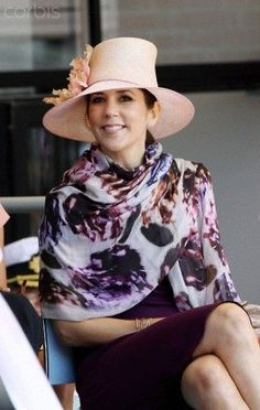 Crown Princess Mary's work and every day closet. Crown Princess Mary, Royal Princess, Prince And Princess, Princesa Mary, Mary Elizabeth, Over 50 Womens Fashion, Fashion Over 50, Royal Fashion, Timeless Fashion