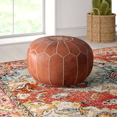 These Moroccan pouf pouf give your living room a very natural look and great originality through its patterns and color reflecting the originality. These Moroccan leather poufs are entirely sewn by hand. Leather Pouf Ottoman, Moroccan Leather Pouf, Pouf Footstool, Moroccan Pouffe, Leather Sofa, Granada, Chaise Louis Xvi, Moroccan Decor Living Room, Pouf Cuir
