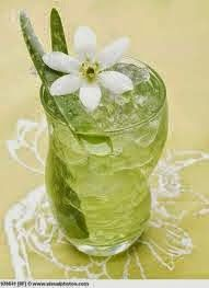 Aloe vera increasingly popular served in juice. Various benefits of aloe vera is very good for health. Many aloe vera juice drink products can be found. Hair Growth Smoothie Recipes, Aloe Vera Juice Recipes, Colon Irritable, Home Remedies For Heartburn, Natural Kitchen, Aloe Leaf, Juice Smoothie, Smoothies, Forever Living Products