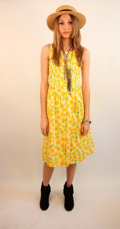 STORYBOOK HEIRLOOMS 80s Bright Cotton Daisy Floral by blacksheepVL, $32.00