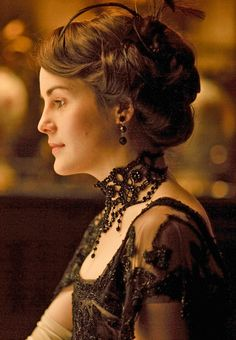 Downton Abbey Fashion: Michelle Dockery as Lady Mary Crawley Lady Mary Crawley, Michelle Dockery, Downton Abbey Costumes, Downton Abbey Fashion, Dame Mary, Belle Epoque, Edwardian Hairstyles, Historical Hairstyles, Retro Hairstyles