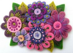 beautiful colors - felt flowers with embroidery Felted Wool Crafts, Felt Crafts, Fabric Crafts, Sewing Crafts, Felt Embroidery, Felt Applique, Flower Embroidery, Japanese Embroidery, Flower Applique