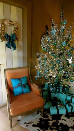 tiffany-blue-christmas-tree-decorations