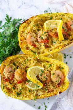 This low carb Shrimp Scampi Spaghetti Squash Recipe is the perfect healthier alternative to the shrimp scampi pasta dish and easy to make! Spaghetti Squash Shrimp Scampi, Shrimp Scampi Pasta, Spaghetti Squash Recipes, Healthy Shrimp Scampi, Easy Stuffed Cabbage, Keto Shrimp Recipes, Courge Spaghetti, Cooking Recipes, Amigurumi
