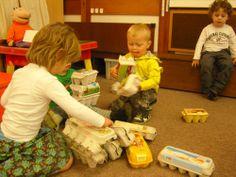 bouwhoek: eierdozen Crafty Kids, In Kindergarten, Montessori, School, Diy Crafts, Easter, Paper, Make Your Own, Homemade