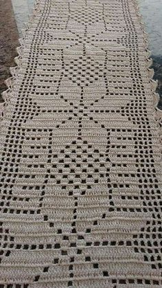 This Pin was discovered by βασ Crochet Table Runner Pattern, Crochet Doily Patterns, Crochet Tablecloth, Crochet Motif, Crochet Doilies, Crochet Flowers, Crochet Stitches, Crochet Stars, Crochet Cross