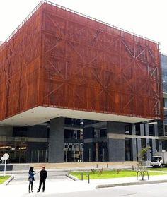 Edificio Fundadores, Universidad El Bosque. Bogotá. Louvre, Building, Travel, Founding Fathers, Arquitetura, Woods, Buildings, Facades, Universe