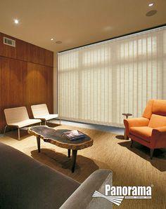 Las persianas verticales, se constituyen como cortinas muy tradicionales y se recomiendan como una alternativa ideal para cubrir las ventanas de piso a techo, con un control eficiente de la entrada de la luz.