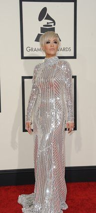 Rita Ora por Prada  ( 2015 Grammys Red Carpet).