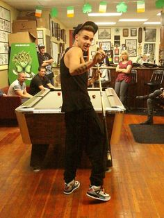 """he's all like, """"hold up a sec i gotta win this game cuz im liam payne"""" ^_^"""