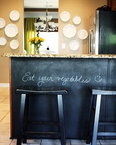 Clearly I like chalkboards. This particular pinboard is filled with them. Love the chalkboard painted peninsula here.