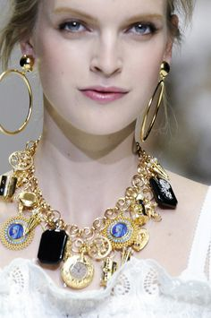 neckline charms | Keep the Glamour | BeStayBeautiful