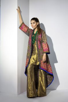 Summery, zingy and absolutely CHIC-the new Sana Safinaz ready to wear Eid collection is a total knock out! Vibrant prints, delicate embroideries and rich engineered laces appliquéd… Shadi Dresses, Pakistani Dresses Casual, Pakistani Bridal Dresses, Pakistani Dress Design, Indian Dresses, Indian Outfits, Anarkali, Churidar, Lehenga