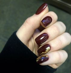 19 trendy hair color dark burgundy fall nails - New Pin Maroon Nails, Burgundy Nails, Burgundy Color, Green Nails, White Nails, Hair And Nails, My Nails, Foil Nails, Nails With Foil