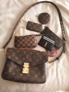2018 New Louis Vuitton Handbags Collection for Women Fashion Bags - LV Pochette - Latest and trending LV Pochette. - 2018 New Louis Vuitton Handbags Collection for Women Fashion Bags Must have it New Louis Vuitton Handbags, Pochette Louis Vuitton, Fall Handbags, Chanel Handbags, Fashion Handbags, Purses And Handbags, Fashion Bags, Louis Vuitton Monogram, Leather Handbags