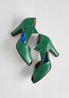D'Orsay at the d'Orsay Heel in Emerald. Strolling down the cobblestone streets of Paris, your magnificent emerald heels triumphantly announce your arrival. #green #modcloth