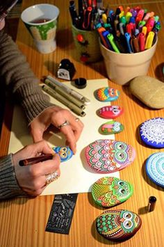 How to make Painted Rocks! We are pretty crazy about painted rocks over here at Bellissima! As you can see from these painted rocks that we made a while back. - See more at: Diy Painting, Painted Rocks, Projects To Try, Painted Stones Kids Crafts, Owl Crafts, Diy And Crafts, Craft Projects, Arts And Crafts, Creative Crafts, Easy Crafts, Canvas Crafts, Homemade Crafts