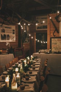 Cozy + rustic wedding reception | Image by Kelly Brown