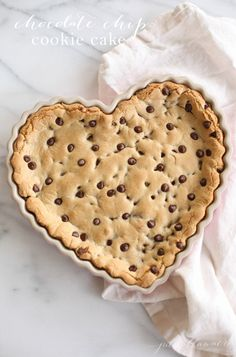 Easy chocolate chip cookie cake recipe - get the secret that makes it stand above the rest