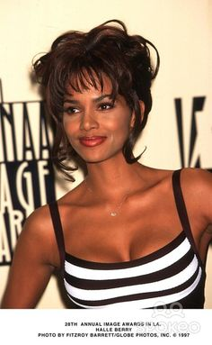Halle Berry Style, Halle Berry Hot, Halley Berry, Black Goddess, Woman Crush, Beautiful Black Women, Lady, Berries, Hair Beauty