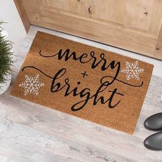 Our Merry and Bright Snowflakes Coir Doormat greets your visitors with an iconic Christmas phrase! Its simple script blends perfectly with your farmhouse decor! Christmas Picks, Christmas Crafts, Christmas Ideas, Christmas Rugs, Merry Christmas, Southern Christmas, Christmas Snowflakes, Modern Christmas, Christmas 2017