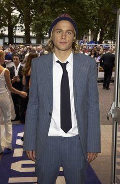 Pin for Later: Charlie Hunnam wird von Jahr zu Jahr gut aussehender 2003