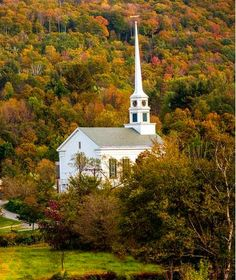 The Best Places to See Fall Foliage in the United States | Stowe, Vermont
