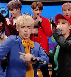 tae effing it up kook and hobi spitting fire jin dancing like 'hip' and confused dad jimin lowkey getting it Jimin, Bts Taehyung, Bts Bangtan Boy, Namjoon, Seokjin, Rapmon, Btob, Bts Memes, K Pop