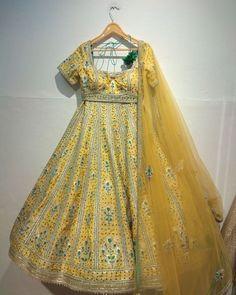 Love this yellow green embroidered Shyam Narayan Prasad mehendi lehenga. Bollywood Outfits, Bollywood Fashion, Half Saree Designs, Blouse Designs, Garba Dress, Mehendi Outfits, Indian Bridal Lehenga, Party Wear Lehenga, Indian Wedding Outfits