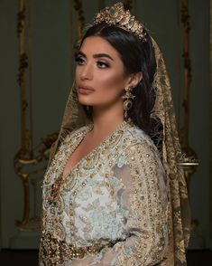 hooting with Bridal stylist Photography by model makeupaddict Moroccan Bride, Moroccan Caftan, Arab Fashion, African Women, Indian Dresses, Bridal Dresses, Marie, Stylists, Glamour