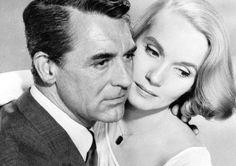Cary Grant a Eva Maria Saint ve filmu Na sever severozápadní linkou. Hitchcock Film, Alfred Hitchcock, Eva Marie Saint, North By Northwest, Classic Movie Stars, Cary Grant, Old Hollywood Glamour, Old Movies, Celebrity Photos